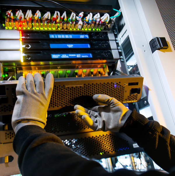 IT Data Center Mover work at dissembling
